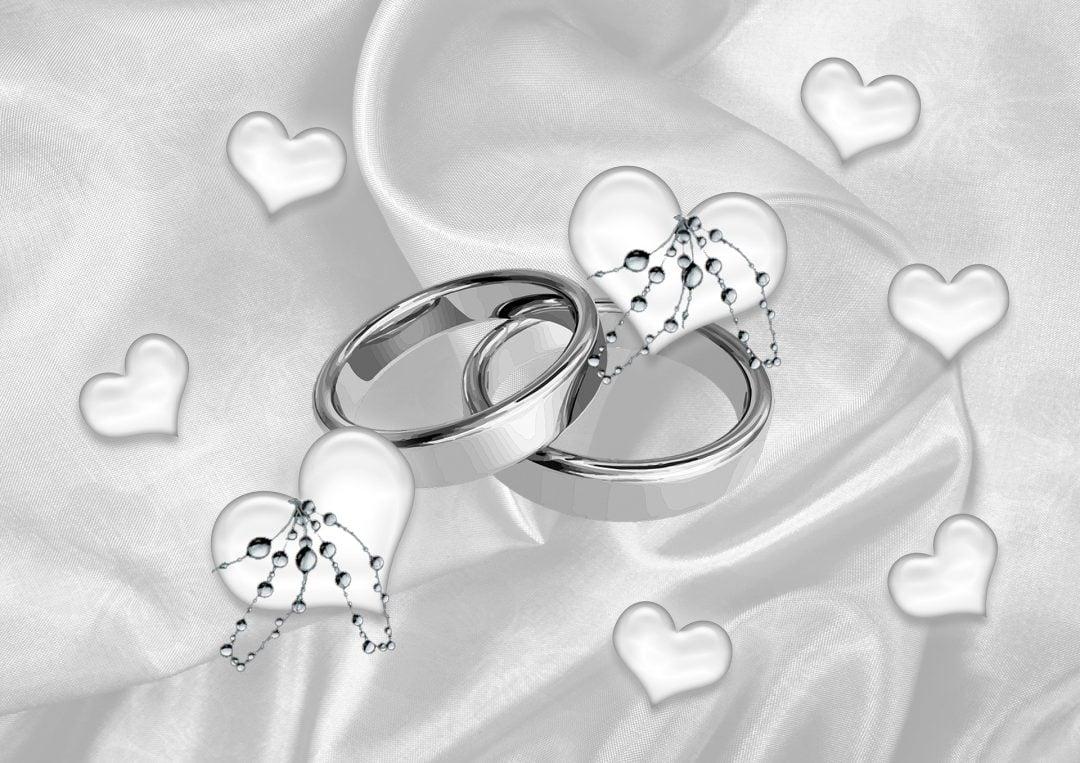 To sølvringe og hjerter