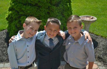 Tre drenge i fint tøj