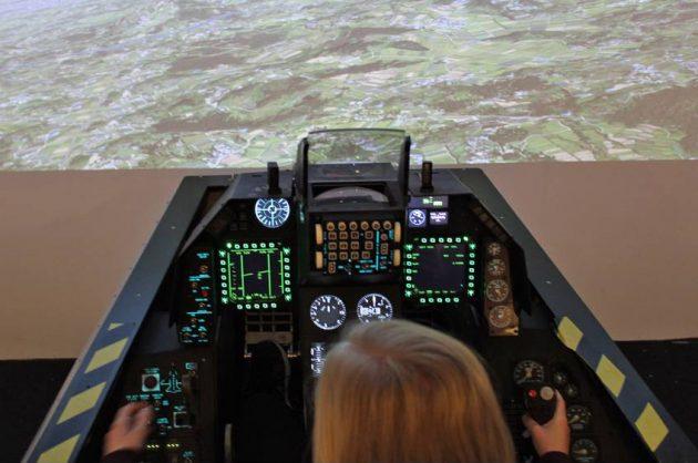 Prøv F16 simulator