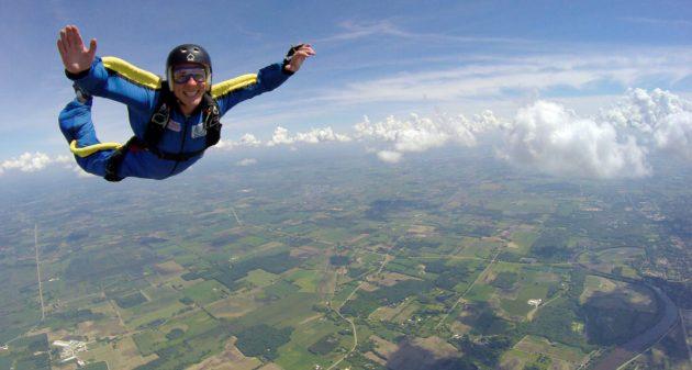 Solospring hos Skydive 2000