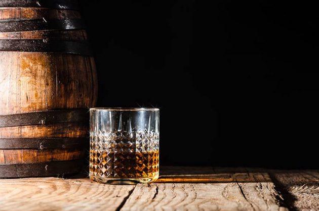 Få dit eget romfad hos Trolden Destilleri